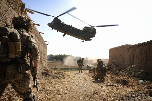 http://upload.wikimedia.org/wikipedia/commons/5/55/RAF_Chinook_Extracting_Troops_in_Afghanistan_MOD_45155516.jpg