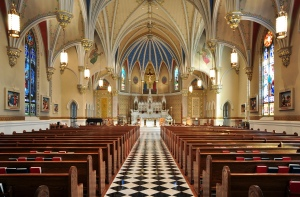 Interior_of_St_Andrew's_Catholic_Church_in_Roanoke,_Virginia