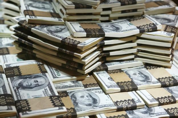 Money_Can_a_Bank_Holddreamstime_xxl_2116072